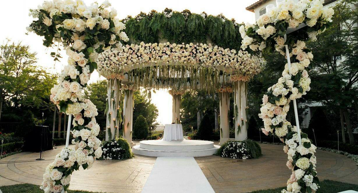 جایگاه عروس و داماد تاج گل