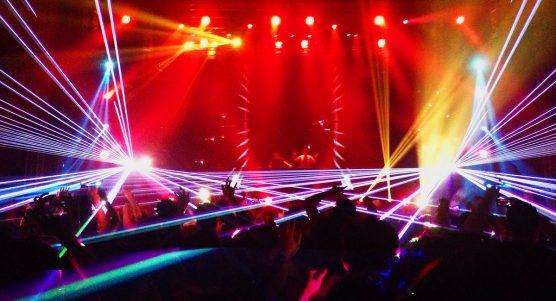 اجرای موسیقی زنده و دیجی